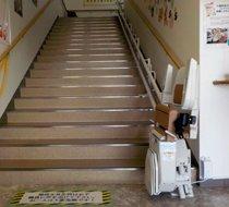 奈良県北葛城郡/某介護施設 屋内曲がり階段の設置事例